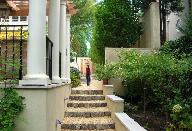Close up of steps and terraces leading to the rear garden