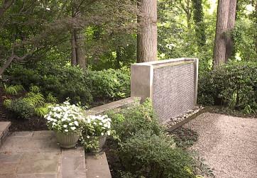 Sculptural fountain enlivens woodlawn garden